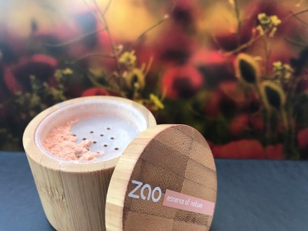 Poudre libre mineral silk Zao Make up : cosmetique naturel et biologique